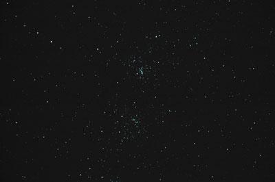 Der Doppelsternhaufen h und chi Persei gehört zu den Glanzstücken des Winterhimmels.
